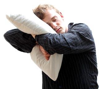 Hombre durmiendo de pie