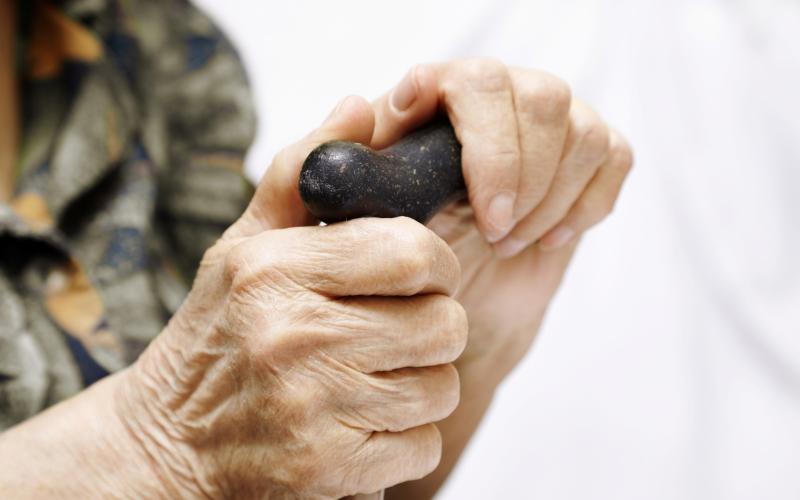 manos anciana