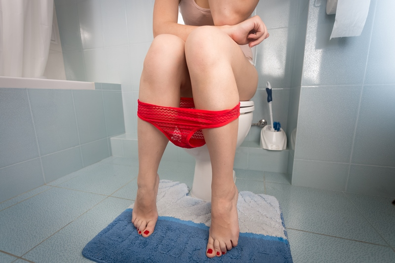 Sentada en el baño