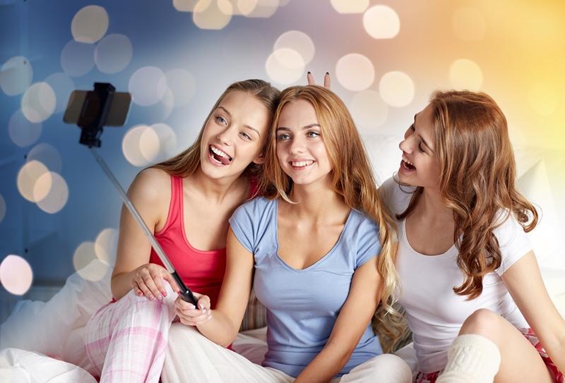 Amigas haciéndose un selfie