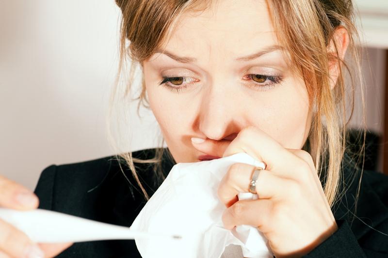 Mujer resfriada