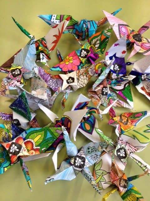 Más de 200.000 grullas de papel artesanales y únicas recogidas para «1 origami 1 euro»