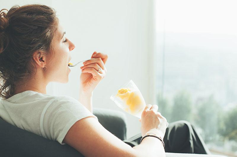 Comer despacio y masticar bien los alimentos, un hábito muy saludable