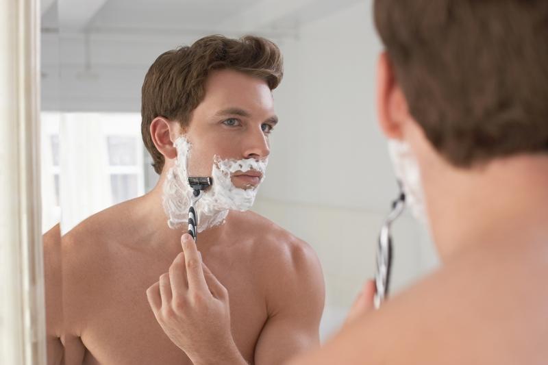 Foliculitis: los pelos vueltos y la erupción tras el afeitado